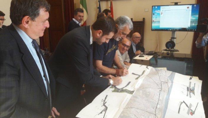 Consorzio Medil, Basile firma a Messina il contratto per la realizzazione  di via Don Blasco